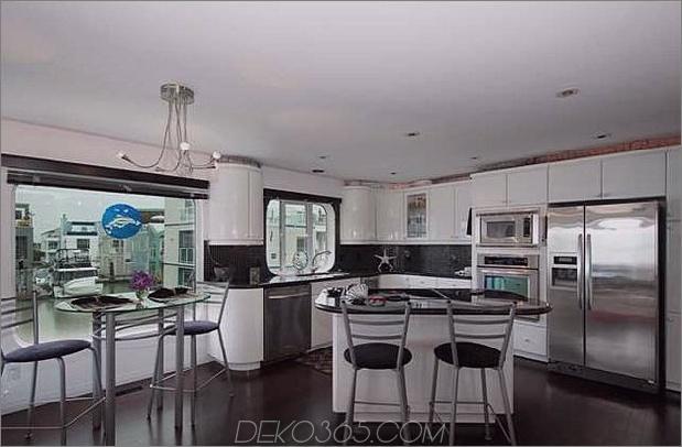 schwimmende-home-interiors-ladner-leuchtturm-küche.jpg