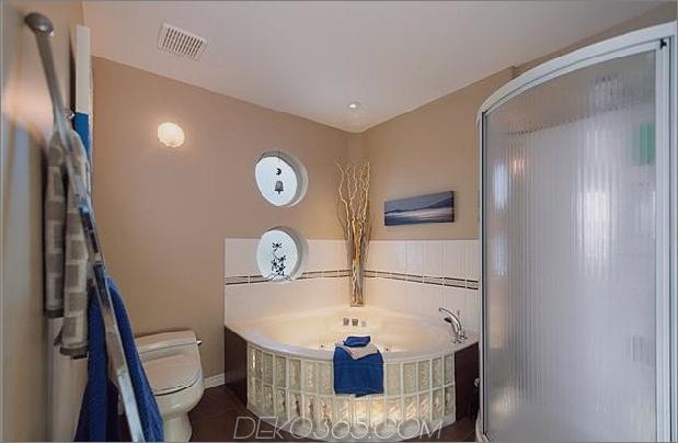 schwimmende-home-interiors-ladner-leuchtturm-bath.jpg