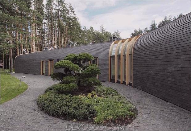 1-stöckiges Dauerdach verschmilzt die Landschaft 2 thumb 630xauto 51799 Sehr ungewöhnliches und sehr cooles dreieckiges Haus in Litauen