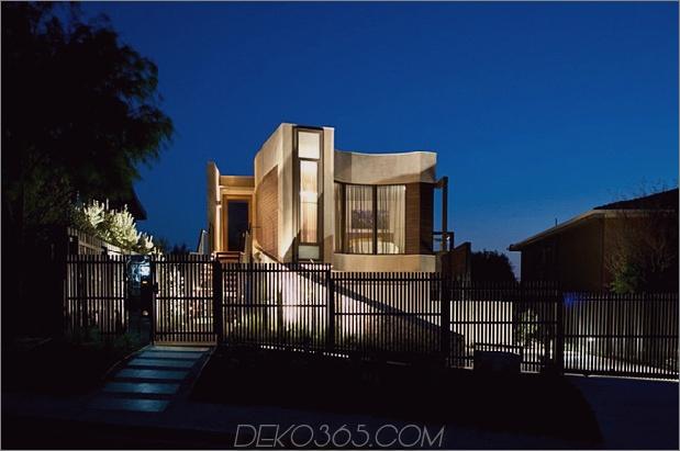 modernes Strandhaus mit geschwungener Fensterwand 1 thumb 630x418 11653 Seltsam geformtes Strandhaus auf einem schmalen Grundstück
