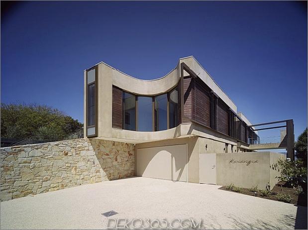 modern-Strandhaus-mit-gekrümmten-Fenster-Wand-3.jpg