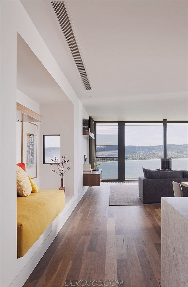modern-Strandhaus-mit-gekrümmten Fenster-Wand-9.jpg