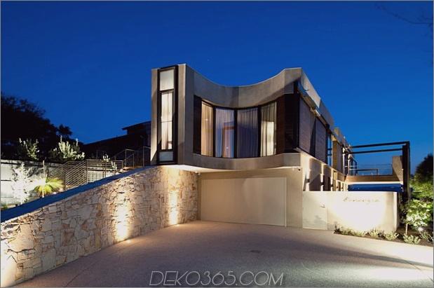 Modernes Strandhaus mit gebogener Fensterwand 32.jpg
