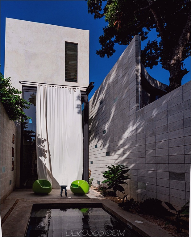 12-dünne-beton-home-doppelthohe glastüren.jpg