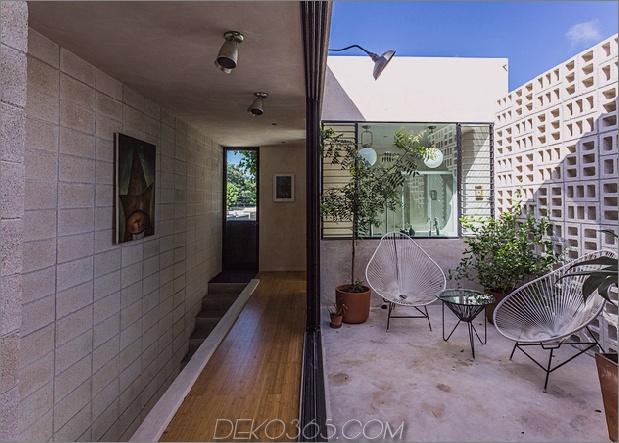 Skinny Concrete Home mit doppelthohen Glastüren_5c58e28002f42.jpg