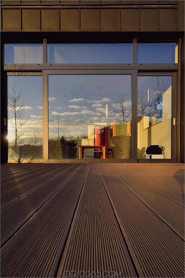 kleines Haus - große Aussage-vertikal-gekrümmte Fassade-7-Deck.jpg