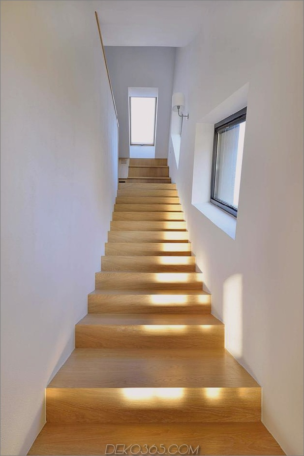 kleines Haus - große Aussage-vertikal-gekrümmte Fassade-11-Treppenhaus.jpg