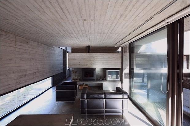 Beton-Stahl-Haus-versteckt-Kiefer-Wald-4-living.jpg