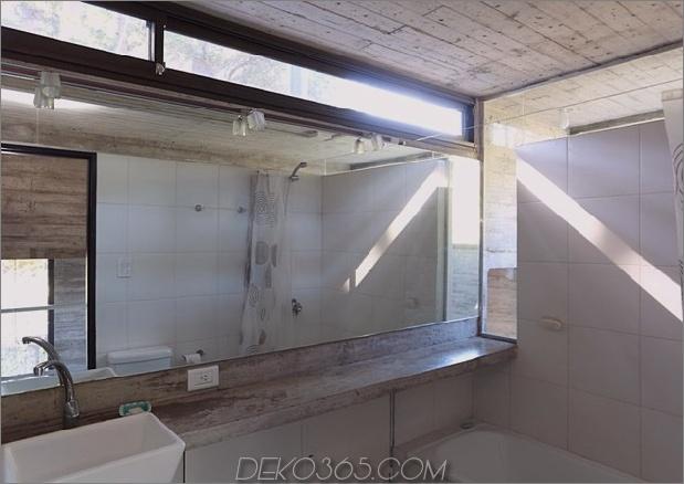 Beton-Stahl-Haus-versteckt-Kiefer-Wald-8-bath.jpg