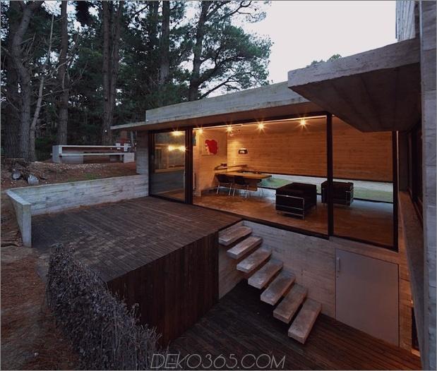 Beton-Stahl-Haus-versteckt-Kiefer-Wald-9-decks.jpg