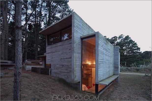 Beton-Stahl-Haus-versteckt-Kiefer-Wald-13-exterior.jpg