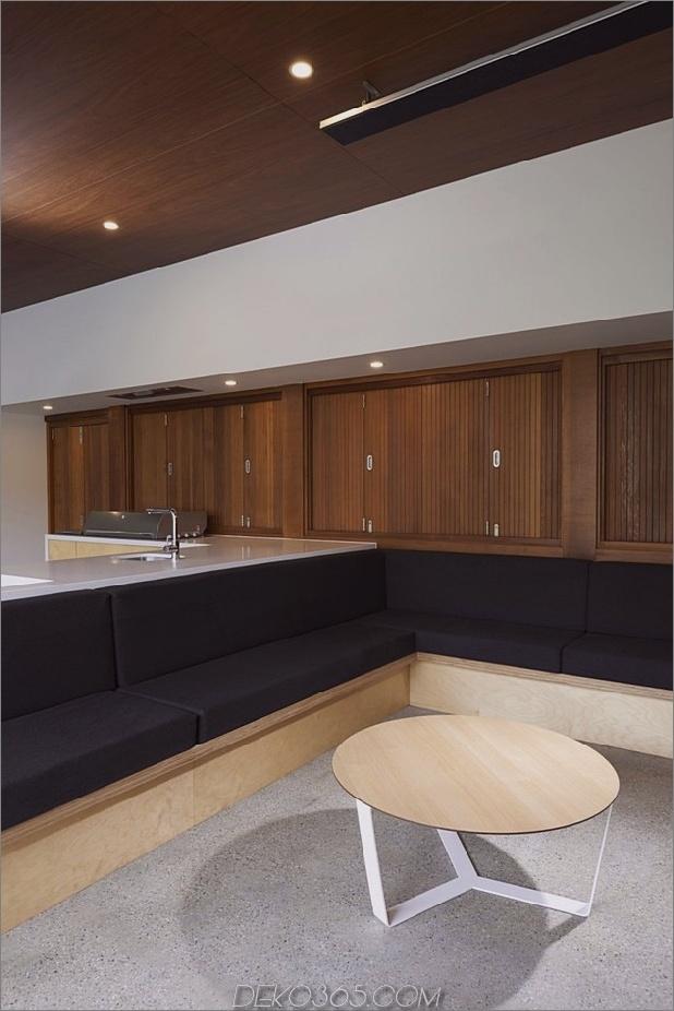 Sommerhaus-Erweiterung-erstellt-privaten-Hof-4-Bifolds.jpg