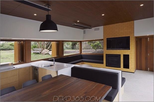 Sommerhaus-Erweiterung-schafft-privaten-Hof-7-dining.jpg