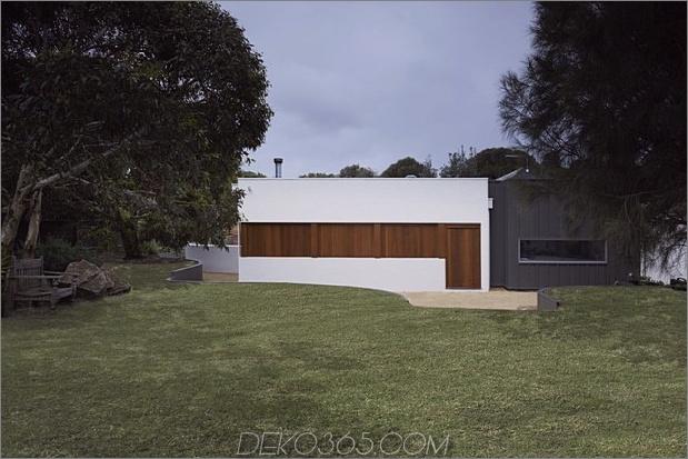 Sommerhaus-Erweiterung-erstellt-privaten-Hof-9-Fenster-closed.jpg