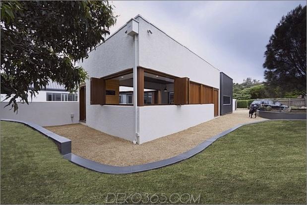 Sommerhaus-Erweiterung-schafft-privaten-Hof-10-Ecke.jpg