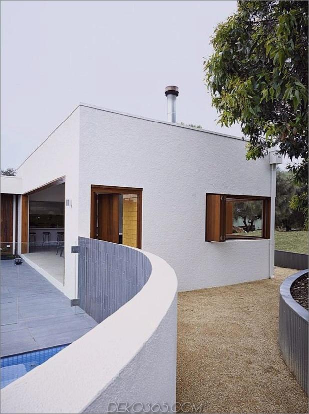 Sommerhaus-Erweiterung-schafft-privaten-Hof-11-pool-wall.jpg