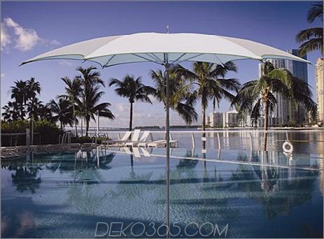 Tuuci Crescent Sonnenschirm mit sechseckiger Form in Leinenweiß