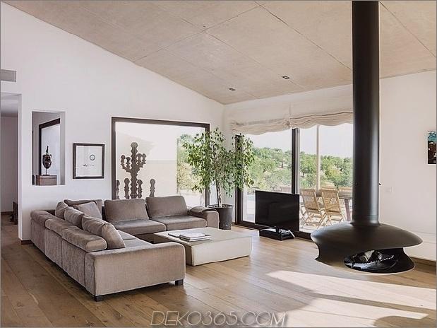 spanisch-familienhaus-mit-komfortabel-zeitgenössisch-open-space-anklang-5-living-fireplace.jpg