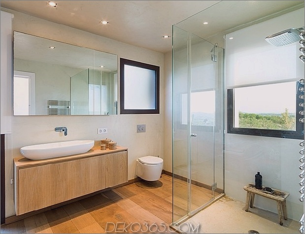 spanisch-familienhaus-mit-komfortabel-zeitgenössisch-open-space-anklang-13-master-bath.jpg
