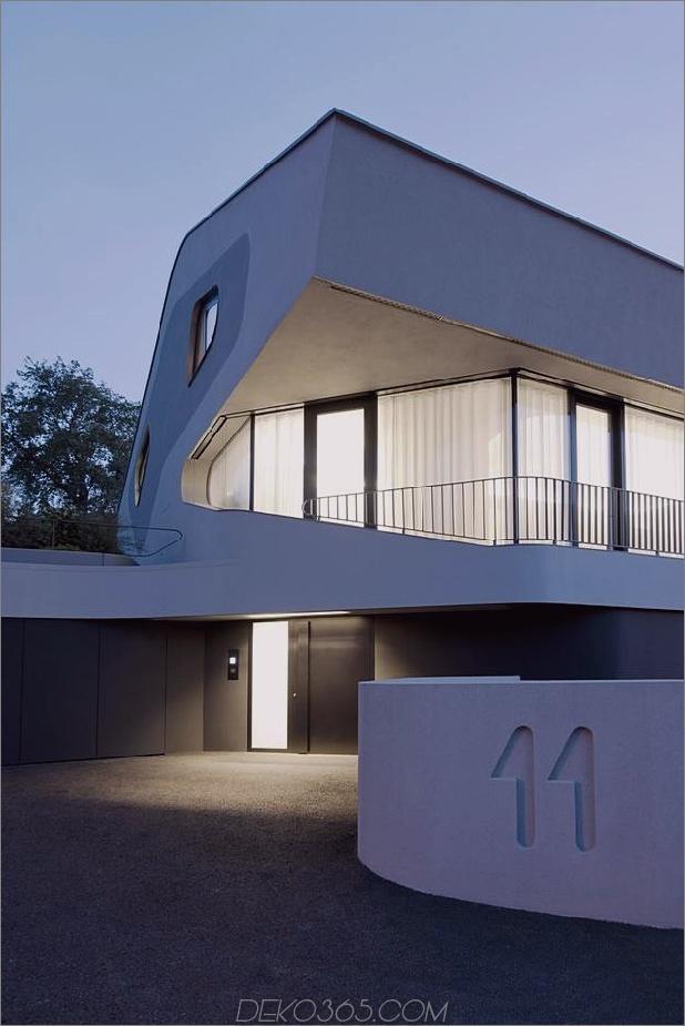 Stahlbetonhaus mit Aluminiumfassade 2 Auffahrt Nachtdaumen 630x942 24925 Stahlbetonhaus mit Aluminiumfassade