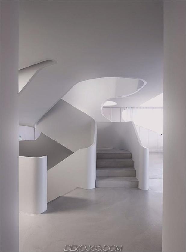 Stahlbeton-Haus-mit-Aluminium-Fassade-12-Treppe-Mitte-Gerade.jpg