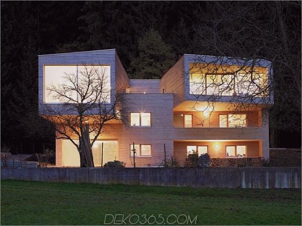 skulpturales Holzhaus mit gestapelten Ergänzungen für drei Familien 1 thumb 630x472 11723 Gestapeltes Haus mit Ergänzungen für drei Familien