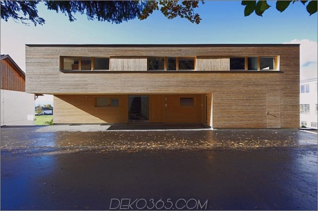 skulpturales Holzhaus mit gestapelten Ergänzungen für drei Familien 3.jpg