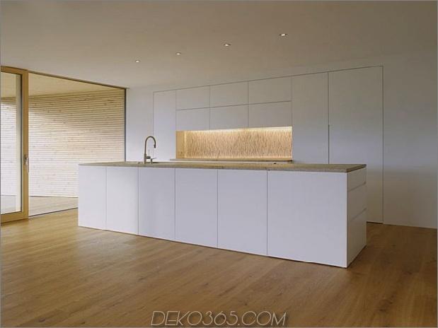 skulpturales Holzhaus mit gestapelten Ergänzungen für drei Familien 7.jpg