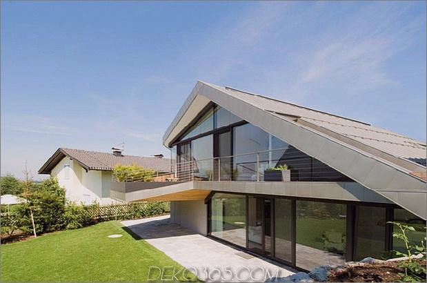 Hangdachhaus mit futuristischem Interieur, das die Landschaft einrahmt 1 thumb 630x417 13610 Slopdachhaus mit futuristischem Interieur