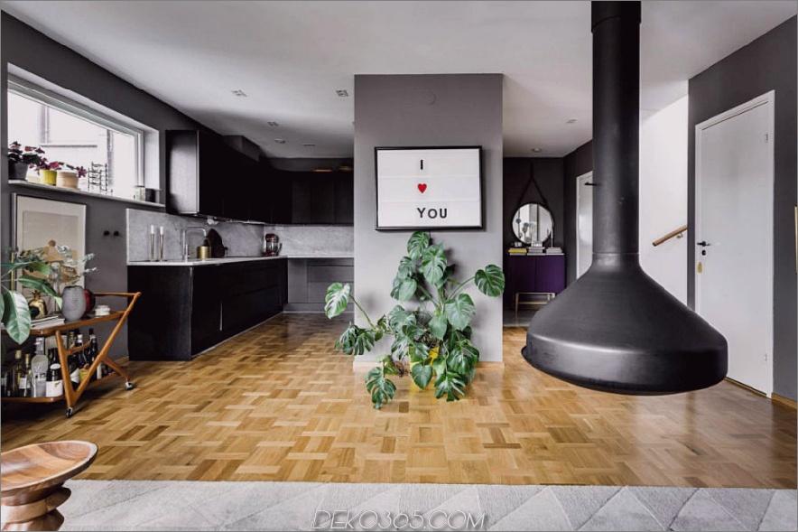 Platztasche neben dem Flur beinhaltet eine stilvolle schwarze Küche