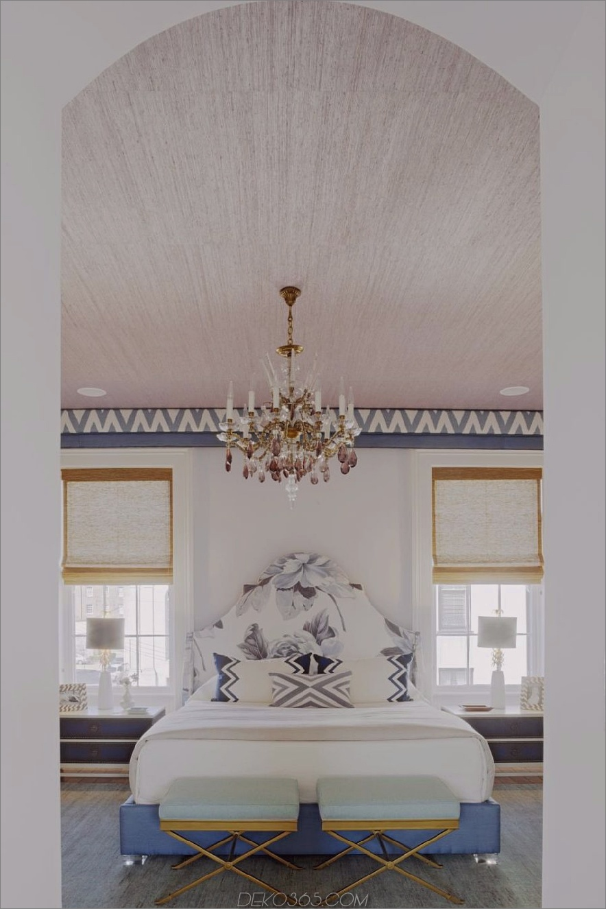 Helles aber farbenfrohes Schlafzimmer von Rethink Design Studio