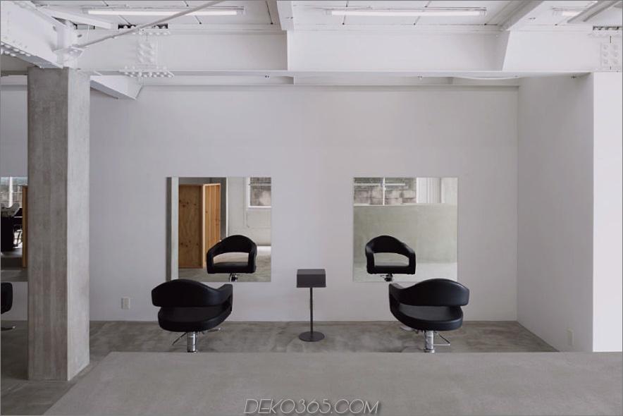 Stühle und Spiegel