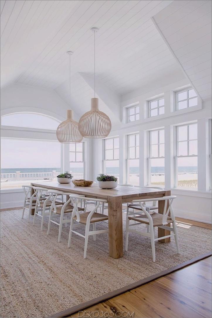 Korbstühle im Strandhaus 2 Beach House Decor, das das ganze Jahr über Sommer zu Ihnen nach Hause bringt