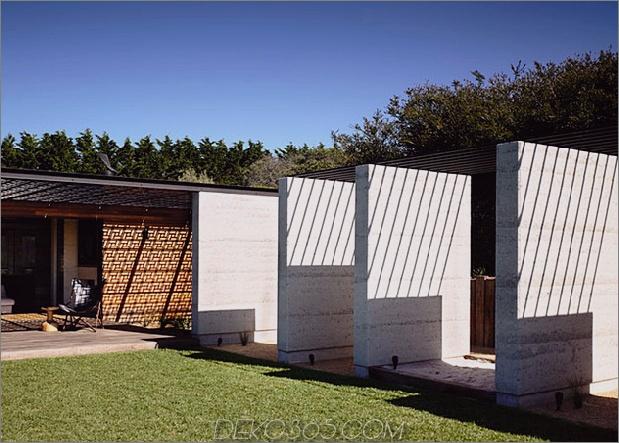 Strandhaus-geometrische-schirme-gebaut-Sanddünen-4-pillars.jpg