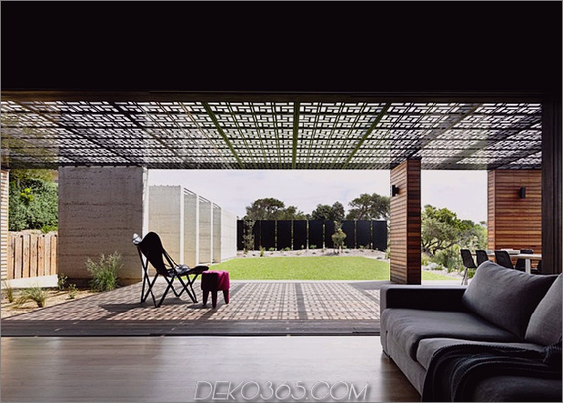 Strandhaus-geometrische-schirme-gebaut-Sanddünen-11-view.jpg