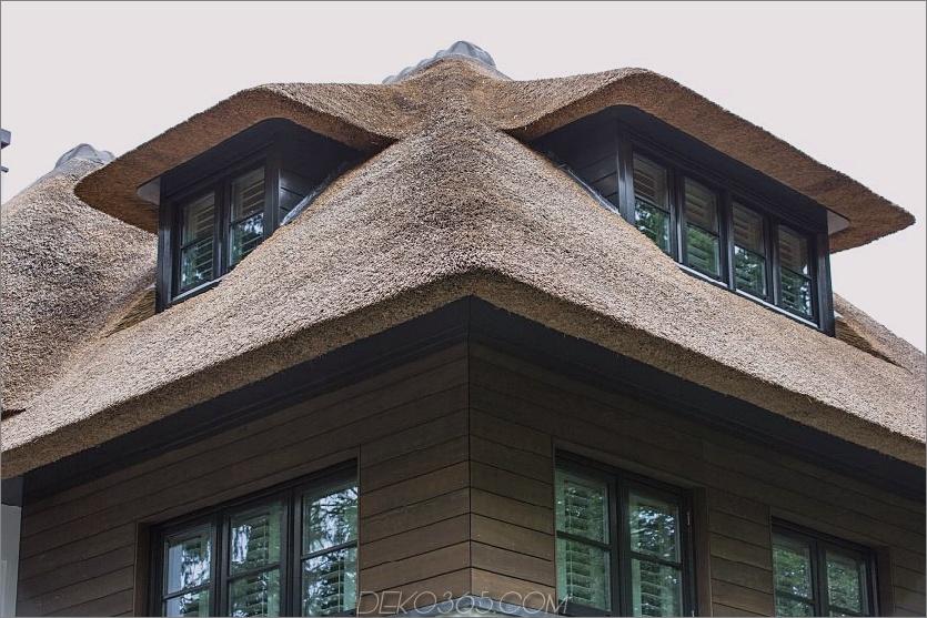 Ein skulpturales Reetdach umhüllt jedes Fensterdetail