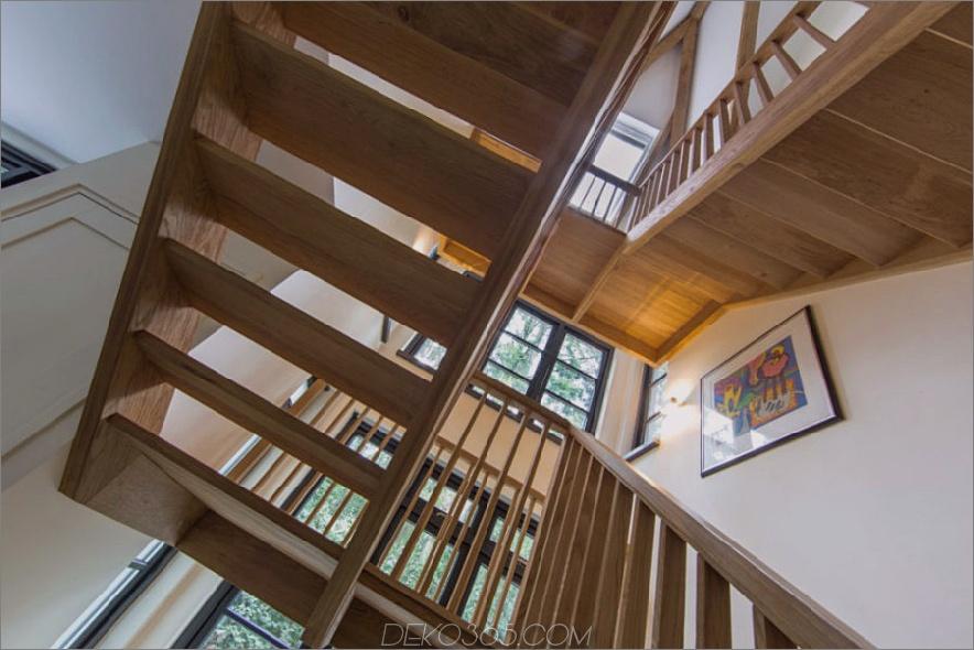 Treppenwege verbinden Ebenen des Wohnraums