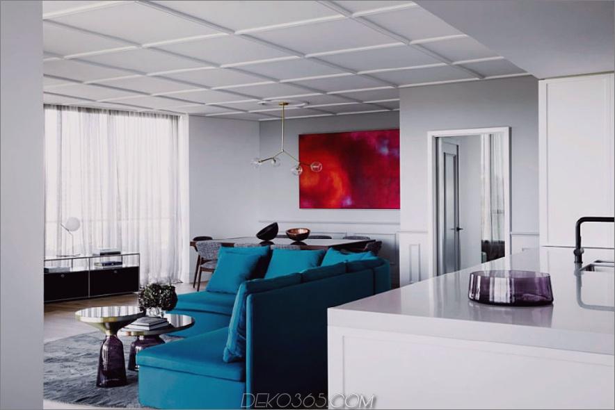 Das geräumige Wohnzimmer bietet einen formal gestalteten Essbereich
