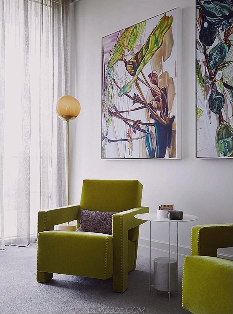 Sitzbereich ist in Farbe mit den Kunstwerken