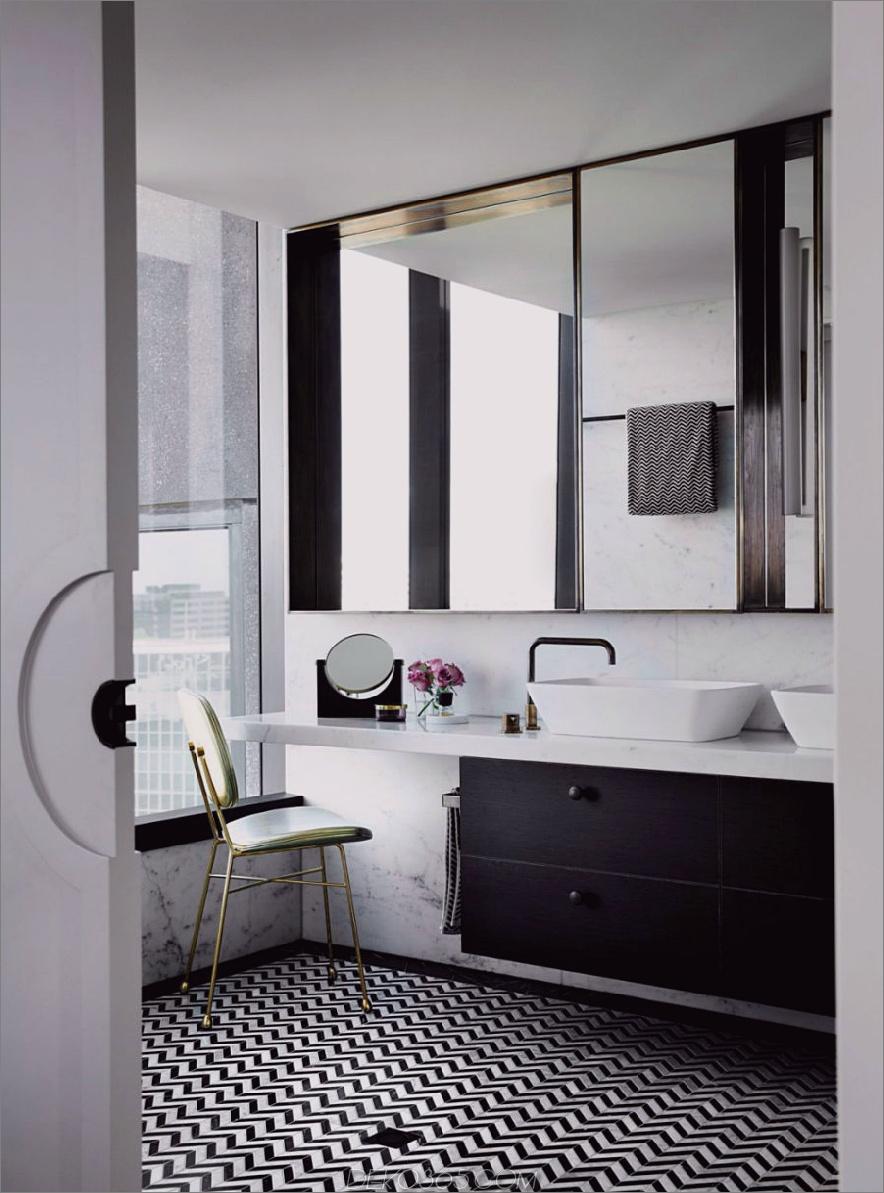 Großzügiges Badezimmer in Schwarz und Weiß wirkt verträumt