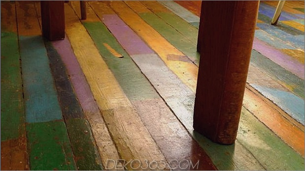 Holzdielen-Boden-Malerei-jede-Planke in verschiedenen Farben.jpg