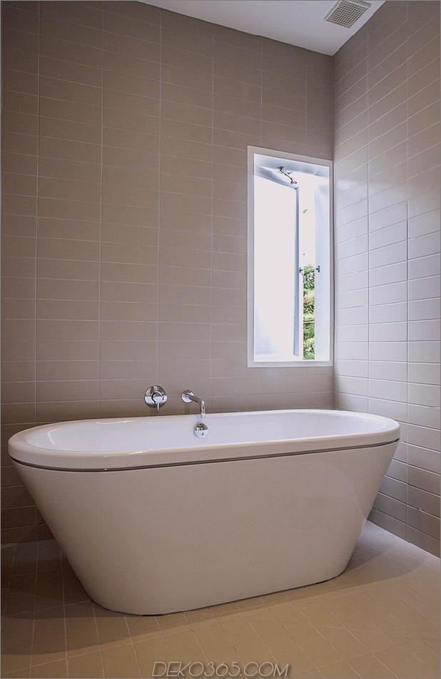 Traditionelles Ferienhaus-Neuseeland-erweitert-Modern-Box-Haus-16-Badezimmer.jpg