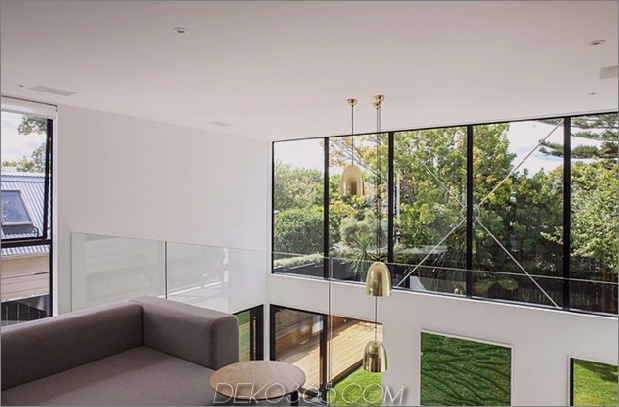 Traditionelles Ferienhaus-Neuseeland-erweitert-Modern-Box-Haus-17-Mezzanine.jpg