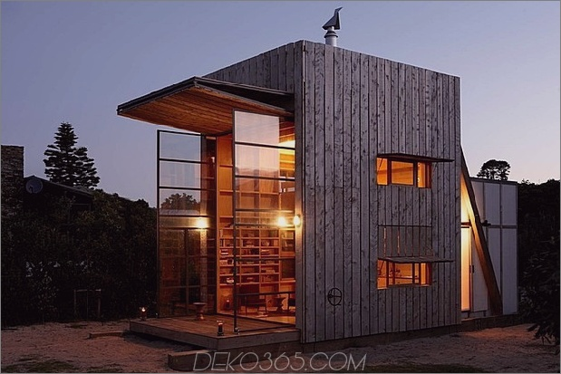 transportable nachhaltige Strandhütte ruht 2 Holzschlitten 1 Fenster offen thumb 630xauto 37097 Transportable und nachhaltige Strandhütte ruht auf 2 Holzschlitten