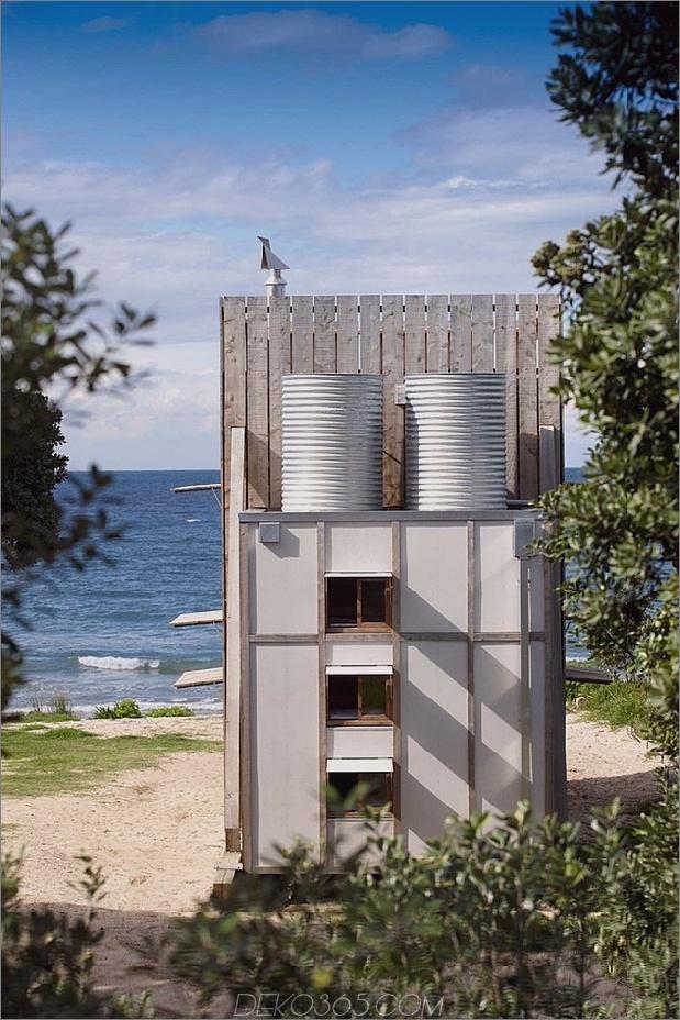 transportable-nachhaltig-Strandhütte-Reste-2-Holz-Schlitten-6-Wassertanks.jpg