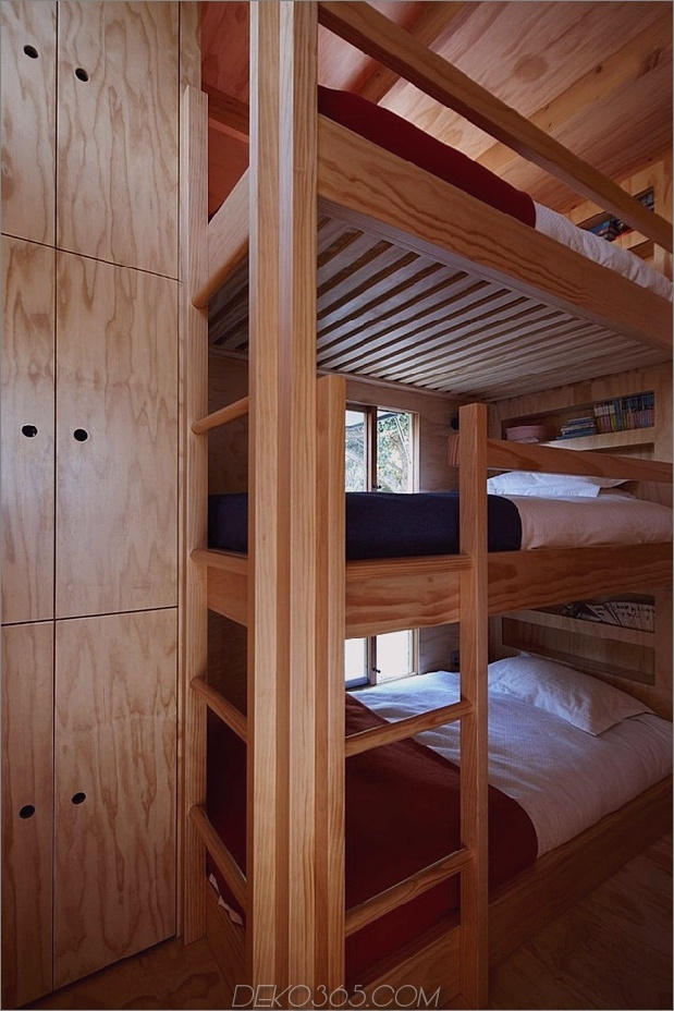 transportable-nachhaltig-Strandhütte-Reste-2-Holz-Schlitten-10-Bunks.jpg