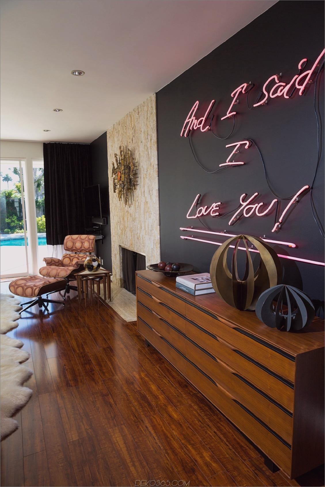 Pop von Farbe auf schwarze Wand Trendige Möglichkeiten, mit Neon Signs zu dekorieren