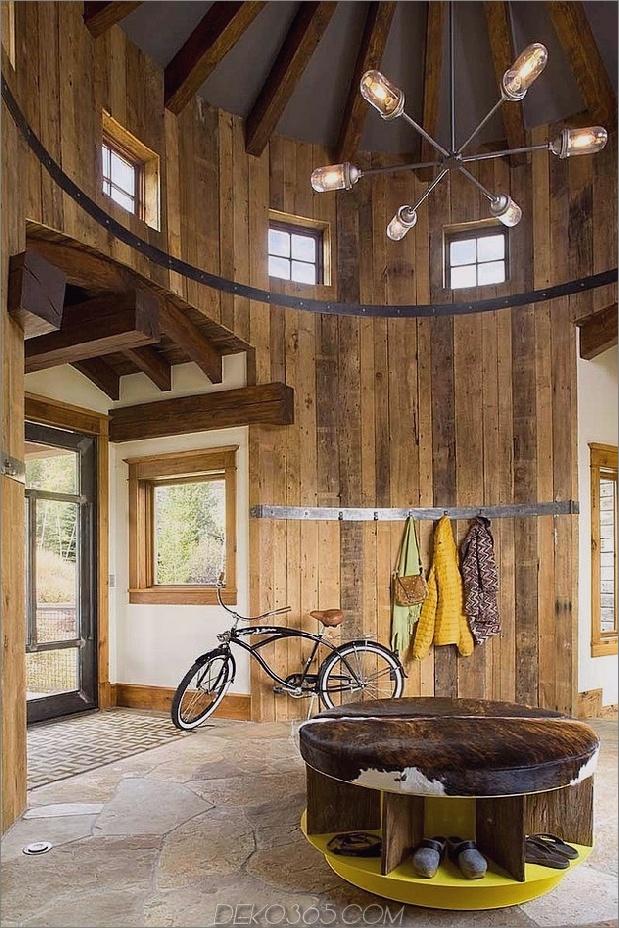 Zeitgenössische rustikale Residenz für industrielle Momente bietet Revolver 1 Foyer Daumen 630x945 27778 Revolverhaus mit rustikalem Interieur