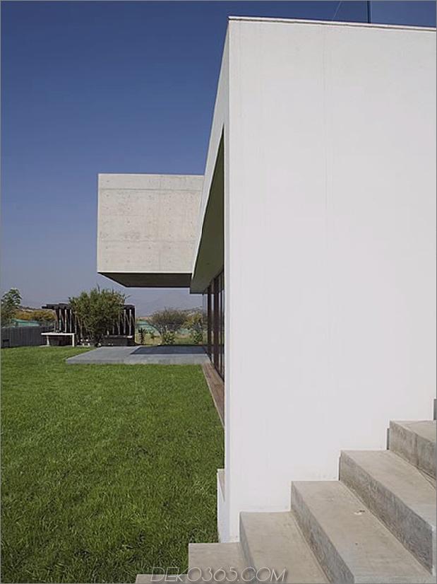 Hof-Haus-mit-Glas-Untergeschoss-und-Beton-Ober-4.jpg