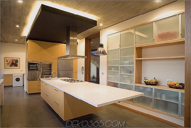 Hof-Haus-mit-Glas-Untergeschoss und Beton-Ober-9.jpg